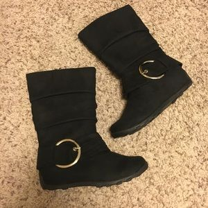 (Girls) Black suede ruched buckle boots